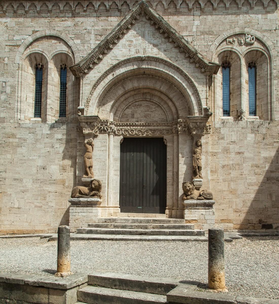 Romanisches Portal der Collegiata, San Quirico d'Orcia